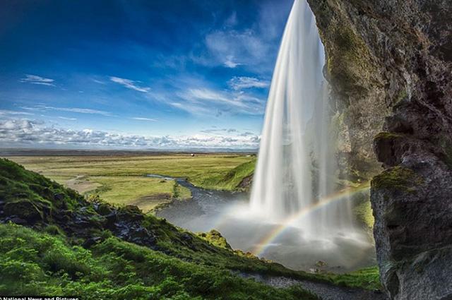 Podroze-10-jedynych-w-swoim-rodzaju-luksusowych-miejsc-na-swiecie-wodospad-Islandia  Podróże: 10 jedynych w swoim rodzaju luksusowych miejsc na świecie Podroze 10 jedynych w swoim rodzaju luksusowych miejsc na swiecie wodospad Islandia