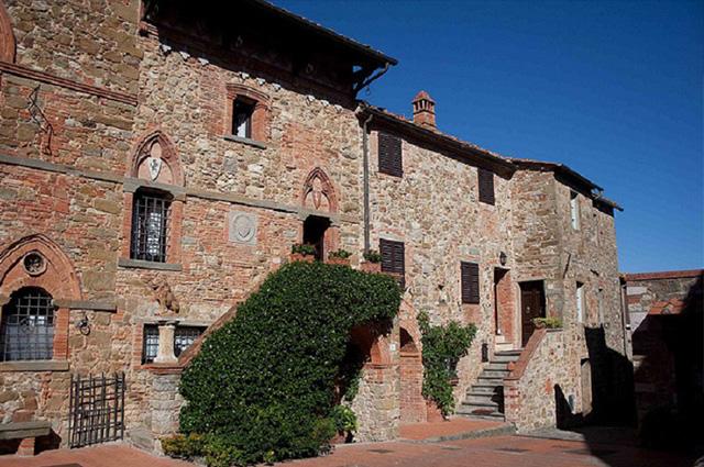 TOP-5-zamkow-w-Toskanii-przeksztalcona-w-hotele-montebenichi  TOP 5 zamków w Toskanii przekształconych w hotele TOP 5 zamkow w Toskanii przeksztalcona w hotele montebenichi