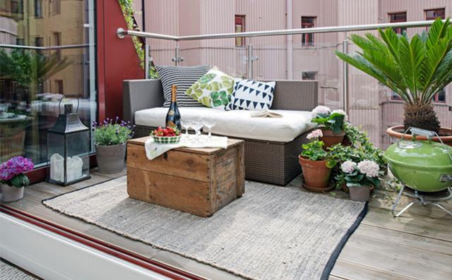8-stylowych-pomyslow-jak-urzadzic-balkon-A-moze-dywan  8 stylowych pomysłów jak urządzić balkon 8 stylowych pomyslow jak urzadzic balkon A moze dywan