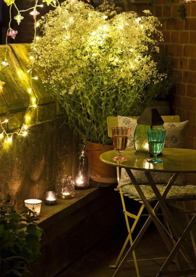 8-stylowych-pomyslow-jak-urzadzic-balkon-Romantyczne-oswietlenie  8 stylowych pomysłów jak urządzić balkon 8 stylowych pomyslow jak urzadzic balkon Romantyczne oswietlenie