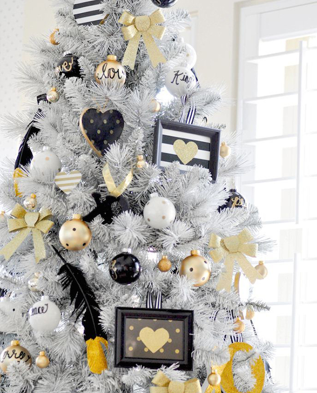 Swiateczne-dekoracje-modne-pomysly-do-salonu-zlote2  Świąteczne dekoracje- modne pomysły do salonu Swiateczne dekoracje modne pomysly do salonu zlote2