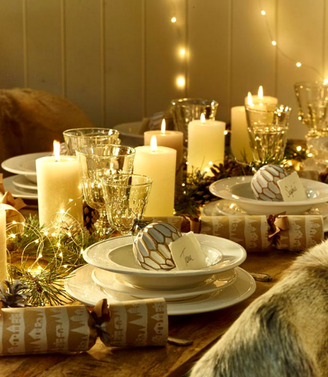 Swiateczne-dekoracje-modne-pomysly-do-salonu-zlote6  Świąteczne dekoracje- modne pomysły do salonu Swiateczne dekoracje modne pomysly do salonu zlote6