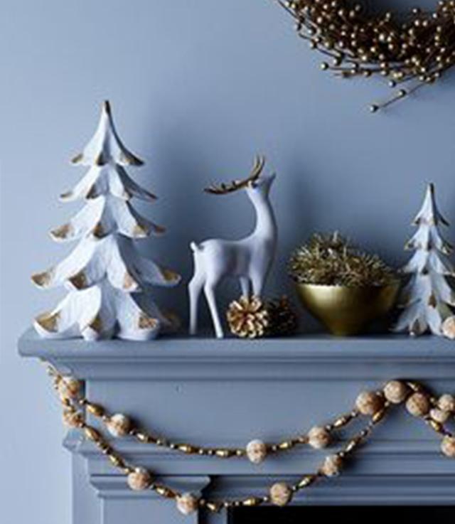 Swiateczne-dekoracje-modne-pomysly-do-salonu-zlote8  Świąteczne dekoracje- modne pomysły do salonu Swiateczne dekoracje modne pomysly do salonu zlote8