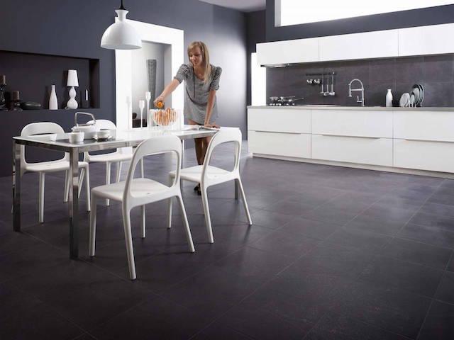 gres-w-kuchni  10 pomysłów na wykończenie ściany nad blatem kuchennym! gres w kuchni