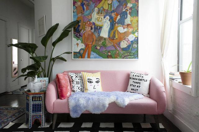 dom-wnetrze-rozowa-sofa  Kolorowa sofa... Odważysz się? dom wnetrze rozowa sofa