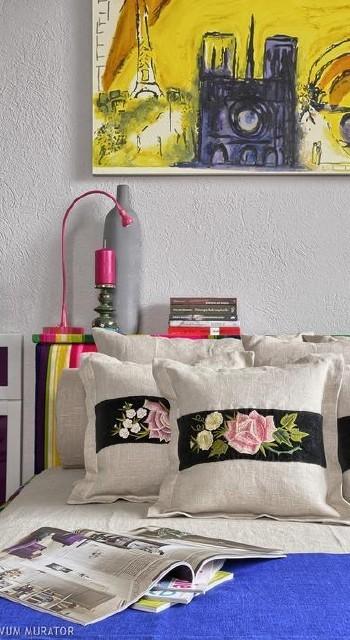folkowy wystrój domu  folkowe inspiracje w twoim wnętrzu sypialnia z poduszkami w stylu folk 24860791